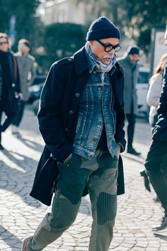 Best Street Style From Pitti Uomo -The Best Street Style From Pitti Uomo - Roberto Mancini. Brown and grey is one of my favorite color combinations. The Best Street Style From Pitti Uomo Photos Old Man Fashion, Denim Fashion, Winter Fashion, Man Style Fashion, Fashion Styles, Womens Fashion, Urban Look, Most Stylish Men, La Mode Masculine