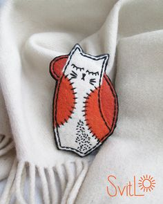 Happy Cat Brooch.White-Red Cat.Felt brooch..Animal Pin.Textile pin.Gift for Her.Cat Pin.