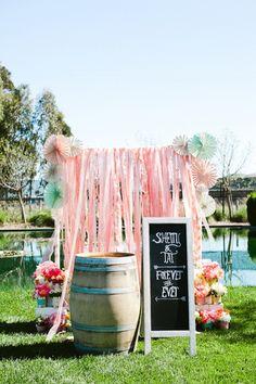 La Fiesta de Olivia | Ideas originales para decorar con cintas de papel crepe | Decoración de fiestas infantiles, bodas y eventos