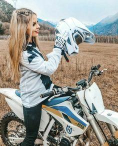 Motocross Love, Motocross Girls, Motorcross Bike, Motocross Gear, Triumph Motorcycles, Women Riding Motorcycles, Womens Dirt Bike Gear, Dirt Bike Girl, Biker Chick