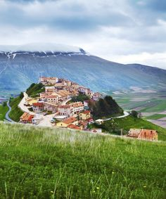 Straddling the Le Marche–Umbria border in rugged splendour, the Parco Nazionale dei Monti Sibillini never looks less than extraordinary, whether...