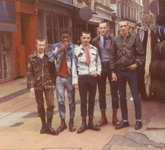 59 Ideas Style Vestimentaire Punk For 2019 Skinhead Boots, Skinhead Fashion, Punk Fashion, Skinhead Style, Skinhead Reggae, Mod Fashion, Dr. Martens, Estilo Punk Rock, 1980s