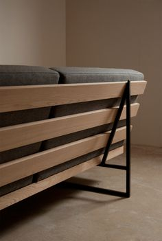 Simple Furniture, Sofa Furniture, Furniture Projects, Furniture Design, Diy Sofa, Sofa Area Externa, Wooden Sofa Designs, Sofa Frame, Restaurant Interior Design