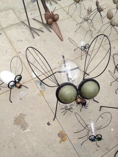 Wire Crafts, Metal Crafts, Diy Arts And Crafts, Fun Crafts, Light Bulb Art, Light Bulb Crafts, Upcycled Crafts, Recycled Art, Venice Beach