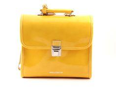 Escudama kleuterboekentas lak geel - Hippe Schoentjes 82 euro