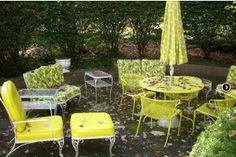 vintage outdoor | and always decorate with fresh flowers vases of your favorites