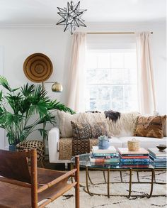 my scandinavian home: The wonderful, relaxed boho-style sitting room of Carley Summers. Living Room Small, Boho Living Room, Living Room Decor, Bohemian Living, Dining Room, Interior Exterior, Home Interior, Living Room Inspiration, Home Decor Inspiration