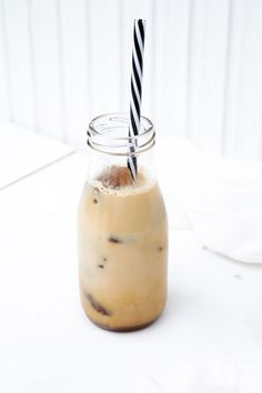Iskaffe Healthy Smoothies, Smoothie Recipes, Flat Belly, Glass Of Milk, Panna Cotta, Ethnic Recipes, Food, Flat Stomach, Flat Tummy