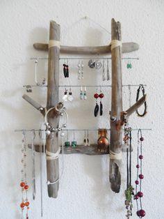 Cadre à bijoux mural bois flotté et acier de la boutique PorteBijouxSylsun sur Etsy