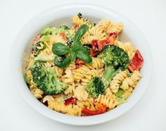 Vegansk kremet pastasalat med brokkoli og paprika - Vegetarbloggen