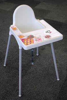 Wilt u ook dat het eten een feestje wordt? Dat kan met deze super gave stickers voor op het tafelblad van de kinderstoel!  Dit kinderstoelblad heeft een standaard maat (40x40), het is een normale stoel verkrijgbaar bij Ikea. Wij verkopen de tafelbladen los, maar ook compleet met stoel. Het is ook mogelijk om zelf de sticker te plakken als u het blad thuis al heeft.  Heeft u een andere stoel, van Ikea of van een ander merk, maar wilt u het wel met het zelfde ontwerp geplakt hebben?