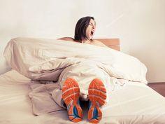 Ihr wollt den maximalen Trainingseffekt mit minimalem Aufwand? Dann probiert doch eine der folgenden 5 Fitnessübungen, für die ihr noch nicht mal aus dem Bett kommen müsst.