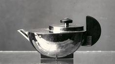 Tee-Extraktkaennchen MT 49 by Marianne Brandt, 1924. Photograph by Lucia Moholy. #Bauhaus