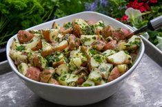 Herb potato salad is a perfect light summer side dish that& quick and easy to make and bursting with flavor. Great for picnics (no mayo), potlucks and BBQs. Curry Recipes, Vegan Recipes, Lemon Potatoes, Vegetarian Side Dishes, Summer Side Dishes, Salad Dressing Recipes, 30 Minute Meals, Everyday Food, Vegetable Dishes