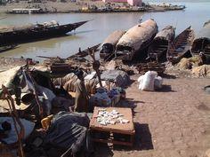 """* Rio Bani * É o principal afluente do """"Rio Níger"""". Aqui: Mopti, Mali."""
