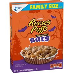 A Halloween-themed cereal featuring sweet and crunchy corn puffs shaped like bats and packed with peanut butter flavor. Corn Puffs, Reese's Puffs, New Cereal, Halloween Look, Halloween 2017, Granola Cereal, Snack Recipes, Snacks, Baking Recipes