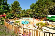 Au coeur de la Provence, à Pertuis, dans le Parc Naturel du Luberon, à 20 mn d'Aix-en-Provence,Le Camping Les Pinèdes du Luberon, vous propose des locations de mobil homes, de tentes aménagées et des emplacements de camping.   Le camping dispose d'un joli centre aquatique comprenant 2 Piscines extérieures, 1 pataugeoire ludique pour les plus petits, 1 Toboggan pour enfants, et 2 Tobbogans pour les plus grands !