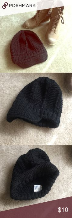 Black knit beanie Knit beanie with rim. Gently used. Accessories Hats