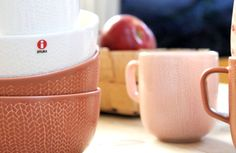 Iittala Christmas Home. Iittala + Kotipalapeli collaboration. Sarjaton mugs and bowls.