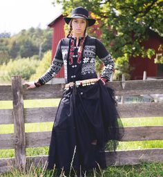 Traditional Norwegian pattern with hand embroidered details. Scandinavian Embroidery, Embroidery On Clothes, Pretty Outfits, Pretty Clothes, Plus Fashion, Fashion Tips, Fashion Trends, Knitwear, Sweaters For Women