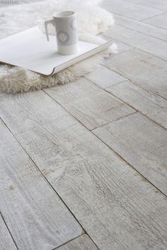 How to whiten his parquet? Parquet Vinyl, Parquet Flooring, Wooden Flooring, Floor Rugs, Tile Floor, Renovation Parquet, Imitation Parquet, Sol Pvc, Doors And Floors