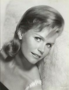 Lee Remick at Reel Classics Lee Remick, Journey 2, Mary Pickford, Gamine Style, Faye Dunaway, Lee Ann, Actor Studio, Golden Age Of Hollywood, Movie Stars