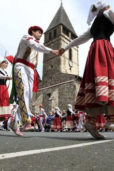Dantza Asturian, Basque Country, France, My Heritage, Bilbao, Traditional Outfits, Beautiful Outfits, Roots, Diys