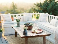 Lounge space outside for those warm summer nights. Patio season is upon us! Backyard design and landscaping can transform your outdoor living space! Outdoor entertaining is made better with these easy backyard treatments. Outdoor Rooms, Outdoor Tables, Outdoor Living, Outdoor Furniture Sets, Outdoor Decor, Balcony Furniture, Garden Furniture, Furniture Ideas, Outdoor Areas
