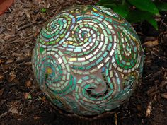 I really appreciate this design...after making a few mosaic balls I have discovered if your design idea is too small it won't be seen very well on the curved sides of the ball.