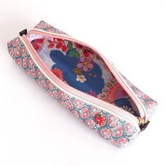 Pen case made from kimono with Japanese patterns of camellia flowers. This skinny case is easy to carry and yet holds sufficient number of pens.  The ...