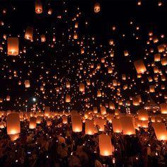 Floating Lanterns, Sky Lanterns, Floating Lights, Pretty Pictures, Art Pictures, Light In, Best Places To Travel, Wallpaper Backgrounds, News Wallpaper