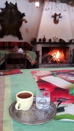 Pamporovo kayak merkezinde yeşil pist üzerinde Türk Kahvesi bulabileceğiniz yerel otantik bir mekân