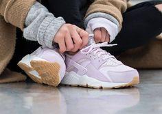 Nike Wmns Air Huarache Textile 'Bleached Lilac'