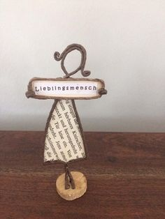 s t e f f i o 1 2 Papierskulpturen, Panina Tornai Hochzeitskleid, Wire Crafts, Diy And Crafts, Arts And Crafts, Wire Art Sculpture, Art Diy, Book Folding Patterns, Folded Book Art, Diy Presents, Paper Dolls