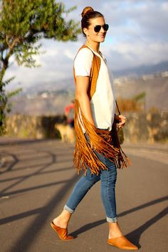 Cómo combinar un chaleco de flecos. #flecos #chaleco #moda #fashion #vest #inspiracion http://www.marilynsclosetblog.com/2017/10/fringes.html Get this look: http://lb.nu/look/8868013  More looks by Marianela Yanes: http://lb.nu/marilynscloset  #bohemian #casual #retro