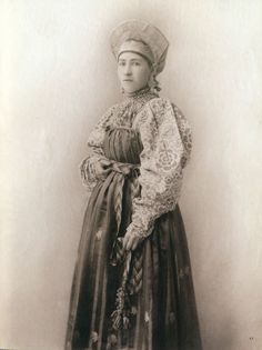 Local fashion: Russian beauties of the 19th century in traditional costumes