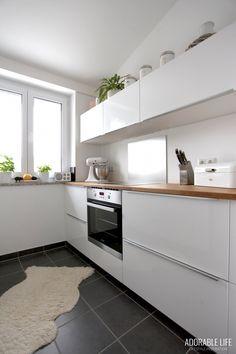 Ikea Kleine Küche Modern Kitchen Cabinets, Kitchen Cabinet Design, Küchen Design, Sweet Home, Interior, Kitchens, Home Decor, Kitchen Design, Decorating Kitchen