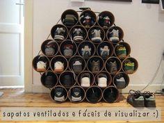 Sapatos organizados e bem arejados! http://www.minhacasaminhacara.com.br/reaproveitando-canos-de-pvc-na-decoracao/#