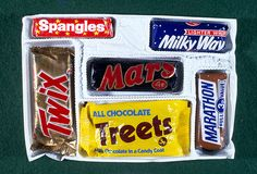 Mars selection box from Christmas 1971 containing a Mars Bar, Twix, Treets, Milky Way, Marathon, Spangles and Treets! Old Sweets, Vintage Sweets, Retro Sweets, 1970s Childhood, Childhood Toys, Childhood Memories, Christmas Past, Vintage Christmas, Christmas Morning