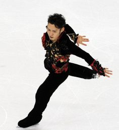 Daisuke Takahashi Photos Photos - Daisuke Takahashi of Japan competes in the men's figure skating short program on day 5 of the Vancouver 2010 Winter Olympics at the Pacific Coliseum on February 2010 in Vancouver, Canada. 2010 Winter Olympics, Japanese Figure Skater, Skate Man, World Figure Skating Championships, Male Figure, Ice Skating, The Man, Vancouver