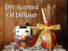 Tutorial: DIY Scented Oil Diffuser (via dollarstorecrafts.com) IT'S BETTER IF YOU SPEND A LITTLE MORE BUYING ESSENTIAL OILS