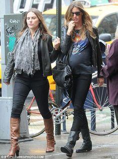 gisele bundchen pregnant, casual outfit