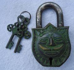 Rare Old Style Vintage latón antiguo Dios Sol Lock Candado Pad Lock-Repro---Rare Old Vintage Style Brass Antique Sun God Lock Padlock Pad Lock- Repro