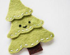 Manualidades de fieltro. Broche de Navidad para hacer con niños.