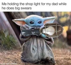 Baby Yoda holds the shop light. Haha Funny, Funny Cute, Hilarious, Funny Stuff, Crazy Funny, Funny Shit, Funny Things, Funny Relatable Memes, Funny Jokes