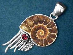 This is cool!!   Fossilized Ammonite Pendant. Ocean Jewelry, Boho Jewelry, Pendant Jewelry, Jewelry Art, Fine Jewelry, Jewelry Tools, Jewelry Making, Science Jewelry, Jewelry Design Drawing