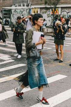 New York Street Style has Something for Everyone New York Street Style, New York Style, Street Look, Street Style Looks, My Style, Street Snap, Ny Fashion Week, New York Fashion, Adventure Style