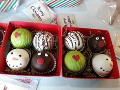Hot Chocolate Gifts, Christmas Hot Chocolate, Hot Chocolate Bars, Hot Chocolate Mix, Hot Chocolate Recipes, Melting Chocolate, Holiday Snacks, Christmas Snacks, Christmas Goodies