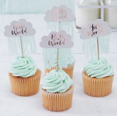 Piques cup cakes nuages hello world