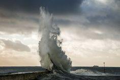 La colère de Poseïdon de sylmorg est la Photo du Jour! Sur une jetée du port de Lomener réputée pour ses vagues à chaque coup de vent fotoloco.fr: Cours Photo gratuits et Concours Photos.  Une communaute de 22,000 passionnes! #Ploemeur #France #nature #paysage #paysages #instapaysage #beaupaysage #NatureetPaysage #Canon18135 #Canon18135mm #Canon70D #Canon #fotoloco #fotoloco_fr #concoursphoto #coursphoto #photographe #photodujour #francais #inspirationdujour #photograp